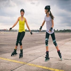 ¿Patinas a solas? ¡Únete a nuestra gran familia sobre ruedas!  Si patinas en Granada y quieres conocer gente con tu misma afición o simplemente patinar en grupo... ¡Ponte en contacto con nosotros a través de Whatsapp o redes sociales! Organizamos varias rutas a la semana de todos los niveles totalmente GRATUITAS, solo queremos hacer crecer el patinaje y que nos ayudes a conseguirlo.  Serás un@ más desde el primer día ¡Queremos conocerte!  #patines #patinesenlinea #granada #familia #diversion #powerslide #patinaje #patinesenlinea