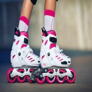 ¡¡OFERTA* de vuelta al cole en Impulsos Urbanos!!  ¿Los pequeños de la casa volverán a sus clases de patinaje en Septiembre?  Sácales un sonrisa con nuestra ayuda😊  Durante el mes de Agosto con la compra de uno de nuestros patines para niño, te regalamos un tripack de protecciones para que tú hij@ haga lo que más le gusta con la seguridad que se merece.   *Oferta sujeta a disponibilidad de stock  @powerslide_es  #powerslide #patines #patinesenlinea #skates #inlineskate #inlineskating #kids #offer